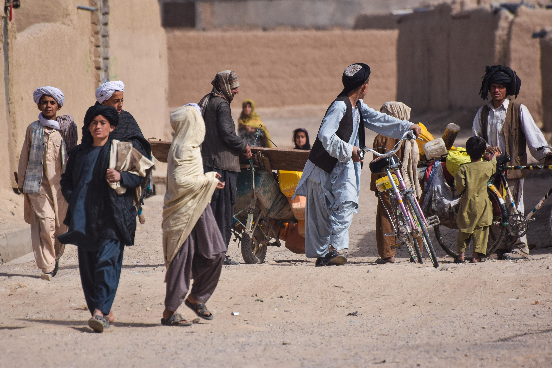 JURNAL DE FRONT DIN AFGANISTAN. Ziua 9: Copiii afgani, oglinda sărăciei și a disperării, după 40 de ani de război - VIDEO