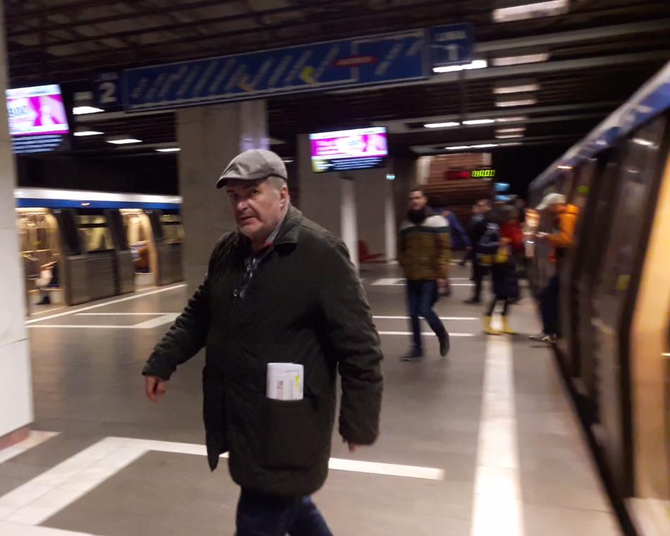 VIDEO EXCLUSIV/Florin Călinescu este unul dintre cei mai bogați oameni din showbiz, dar circulă cu metroul