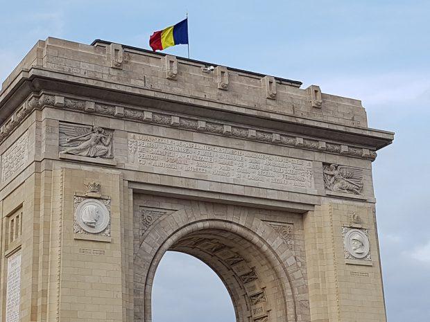 """VIDEO/Povestea """"Împărătesei românilor"""". De ce a dat-o jos Ceaușescu pe Regina Maria de pe Arcul de Triumf"""