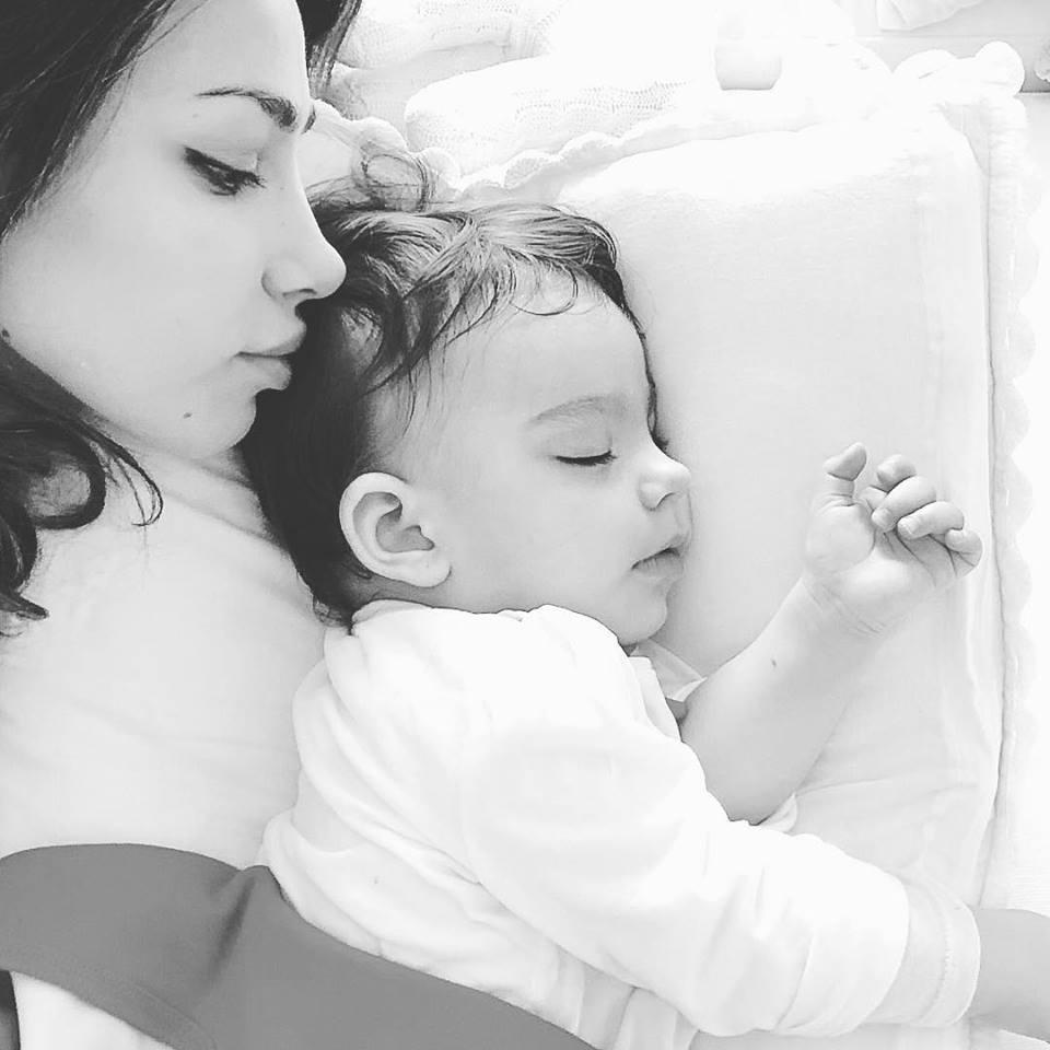 Fiica Mădălinei Ghenea a împlinit 10 luni. Ipostază tandră mamă-fiică