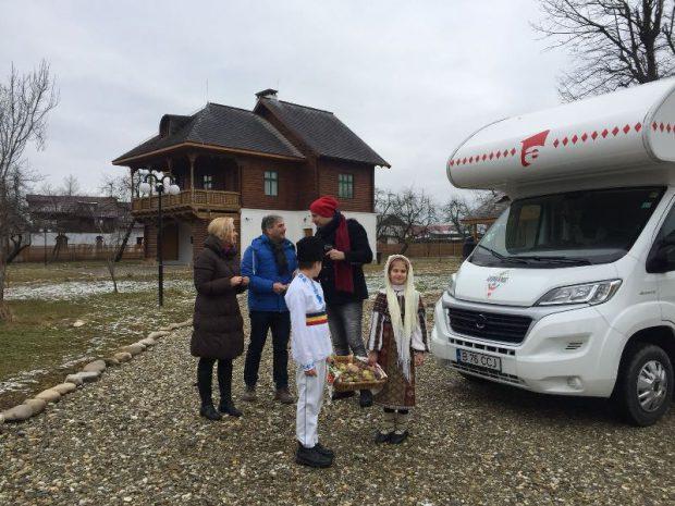 Paula Chirilă și Dan Helciug i-au dat o mână de ajutor lui Mircea Radu