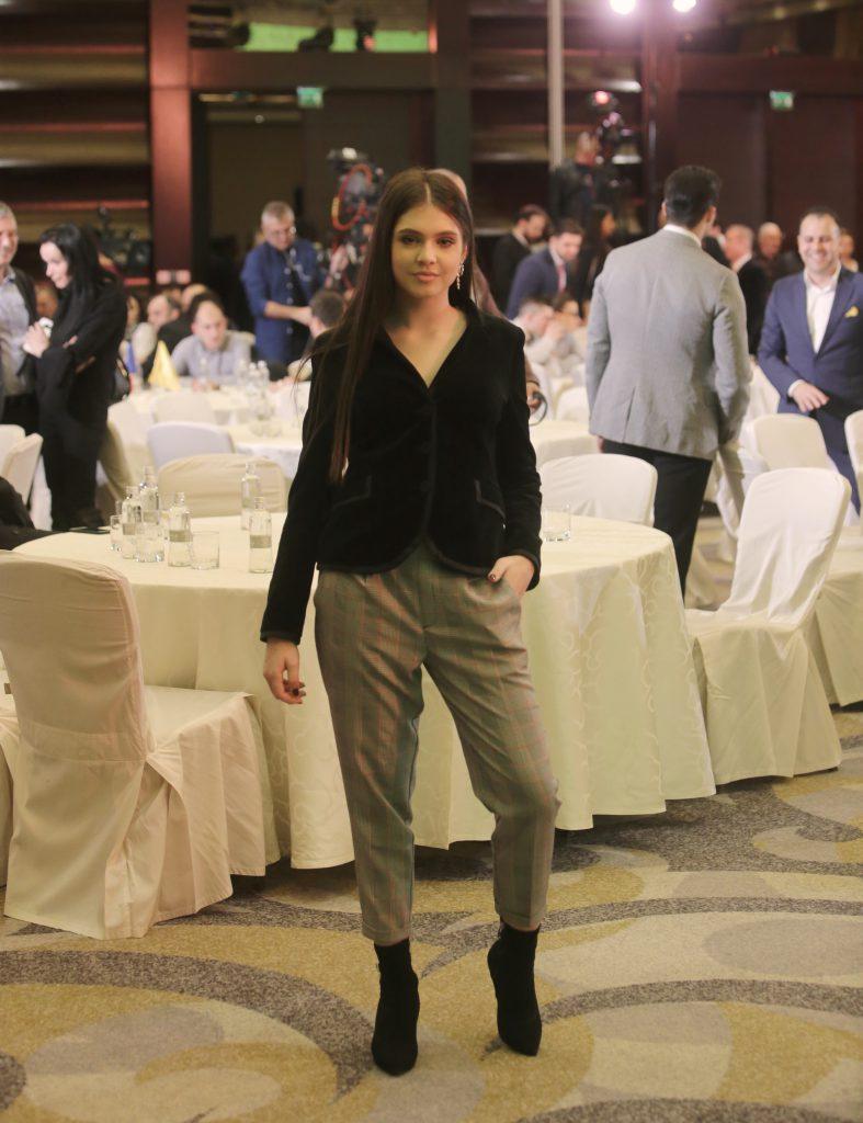 EXCLUSIV/Modelul Elena Chiriac e multiplă campioană națională la taekwondo. La defilări își maschează vânătăile cu fond de ten și pudră!