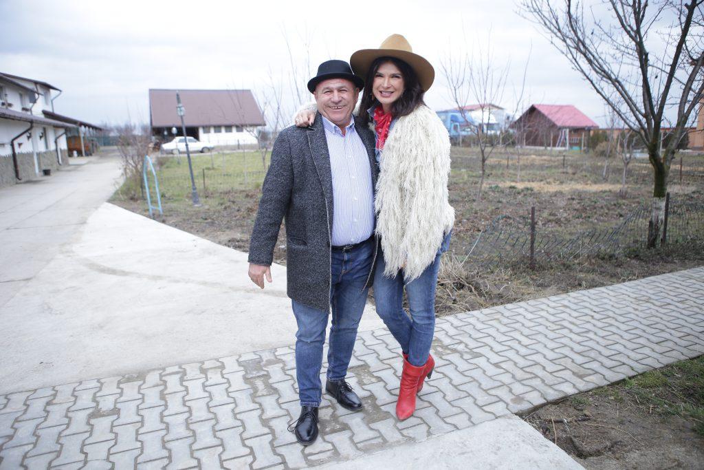VIDEO EXCLUSIV/Și acasă e tot fermier cu mână de fier! Nea Rață i-a luat fiului său cadou de majorat ...un tractor