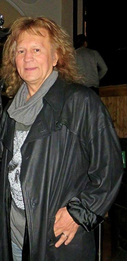 EXCLUSIV/Prima imagine cu Petre Magdin după atacul celebral. Este recuperat complet și, la 74 de ani, arată ca un rock star!