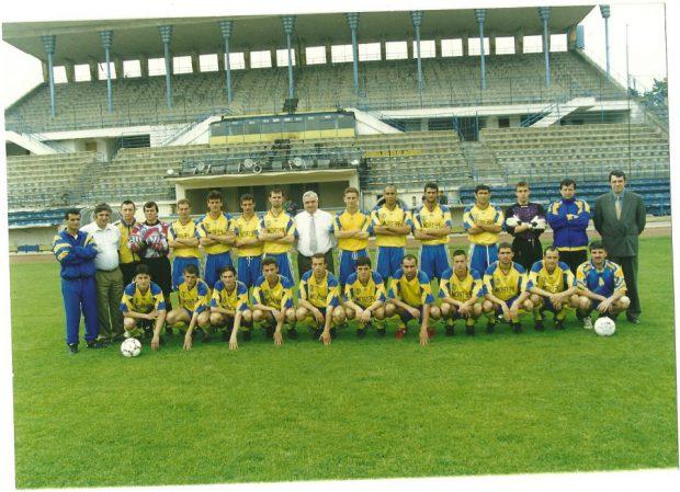 Florin Pancovici (al cincilea de la stânga la dreapta pe rândul de jos) a jucat la Petrolul în perioadele 1998 - 2002 și 2003