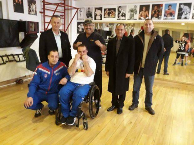 Primul meci de box în scaun cu rotile din România. Disputa are loc azi