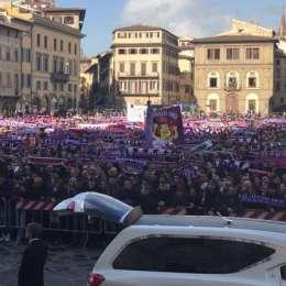 Momente emoționante la înmormântarea lui Davide Astori. 10.000 de oameni, la funeralii. Soției Francesca i s-a făcut rău! Tătărușanu și Ianis Hagi, în Piața Santa Croce | FOTO&VIDEO