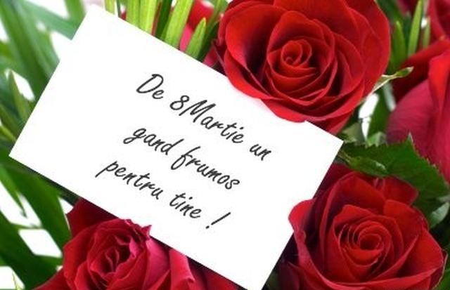 Felicitări de 8 martie- Buchet de trandafiri roșii alături de un text cu urări de 8 martie