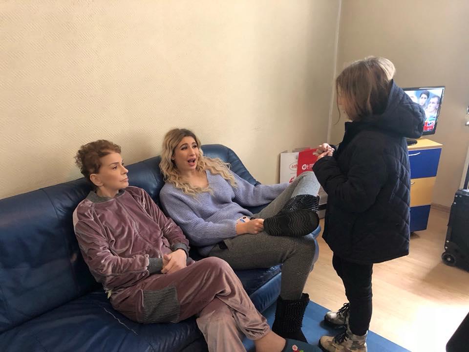 Primele imagini cu Ionela Prodan, după internarea în spital. Ce a scris Anamaria Prodan pe Facebook