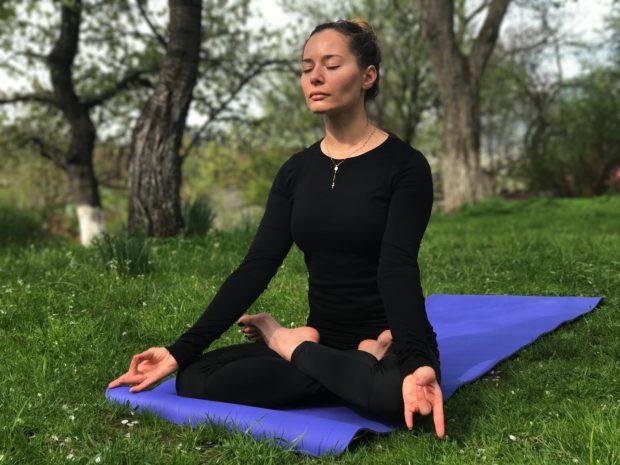 Ce vedete de la noi practică yoga