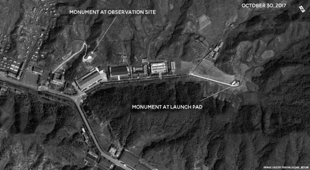 FOTO| Coreea de Nord construiește monumente pe locurile din care au fost lansate rachetele balistice