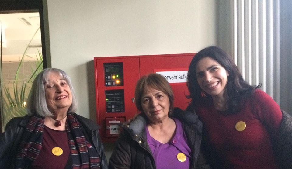 Scriitorii români, solidari cu Mișcarea #Rezist. Cărtărescu și Ana Blandiana au purtat insigne cu #Rezist la Târgul de Carte de la Leipzig