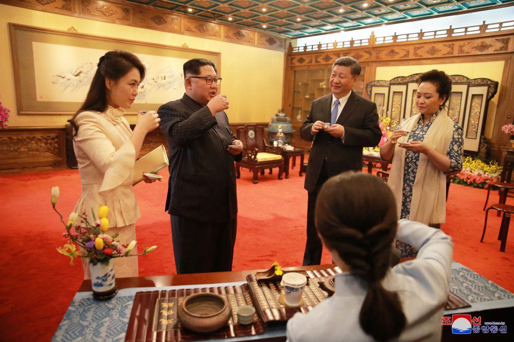 Cum s-a îmbrăcat soția lui Kim Jong-un în China