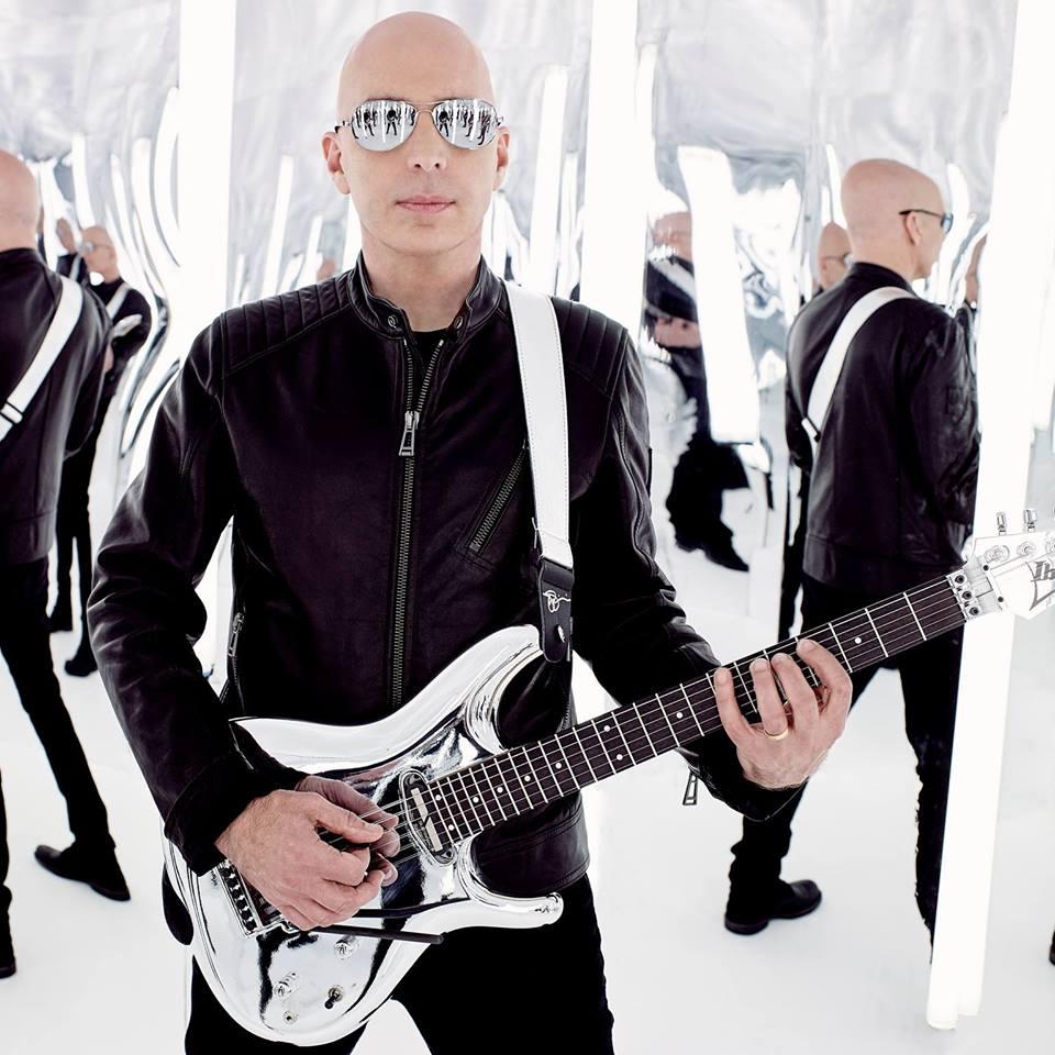 Cel mai cunoscut chitarist rock al lumii, Joe Satriani revine în concert la Bucureşti