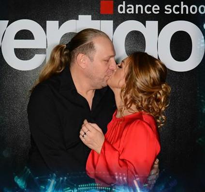 VIDEO EXCLUSIV/Viața în pași de tango! Vali Crăciunescu își urmează soția la cursuri de dans de societate
