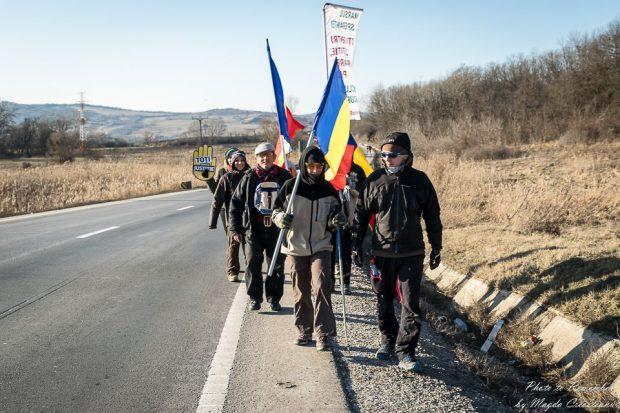 """Un secui și doi nevăzători pornesc marți cu Steagul Unirii spre Chișinău: """"Veniți cu noi!"""""""