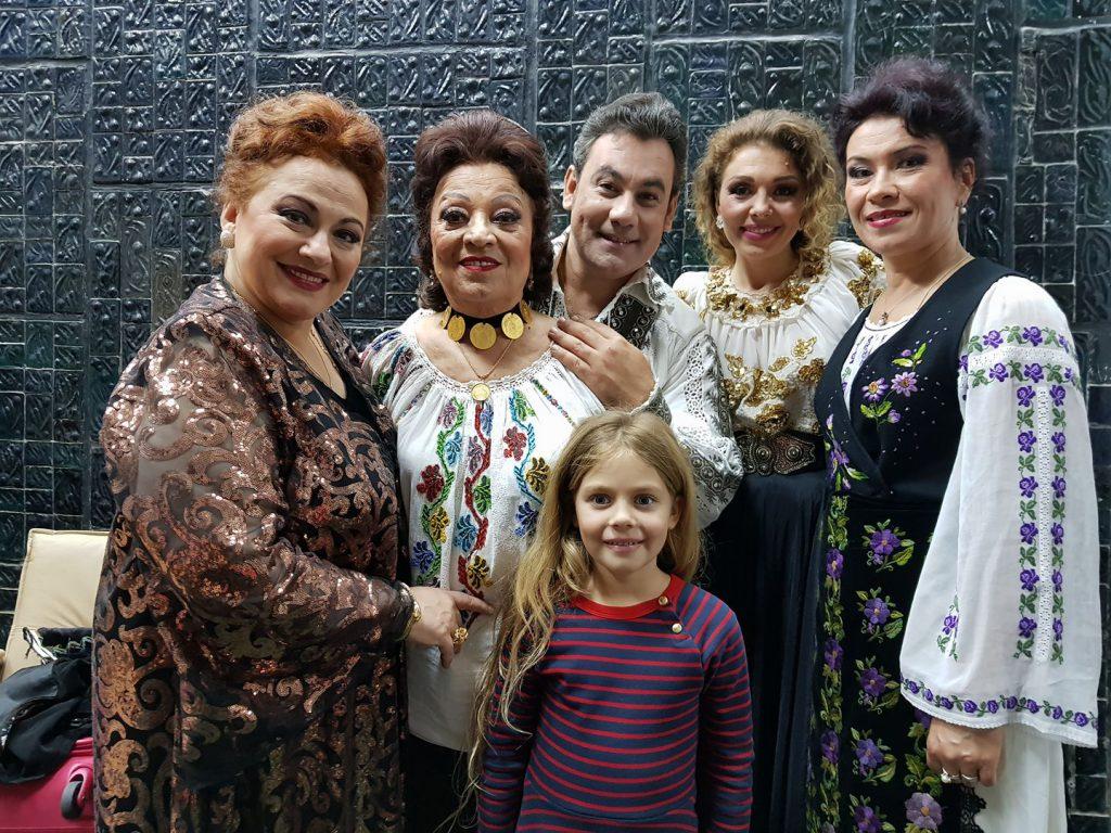 """EXCLUSIV. """"Ciocârlia muzicii populare"""", Maria Ciobanu, și-a încheiat definitiv cariera muzicală. """"Mama a ales să-i fie aproape soțului său, în America!"""""""