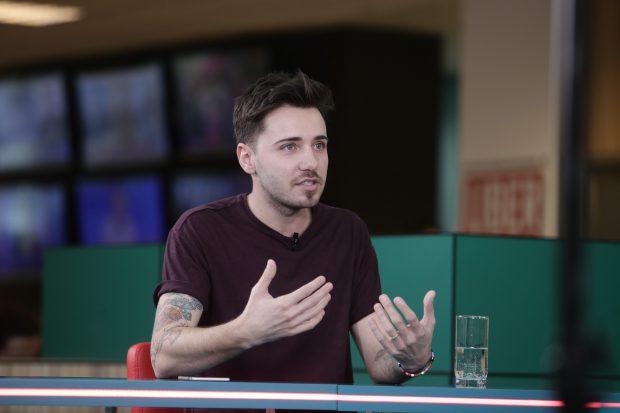 Robert Diaconeasa, povesteşte în cadrul Interviurilor Libertatea Live despre lansarea blogului Daddycool.ro şi cum a devenit singurul vlogger 100% caritabil din România