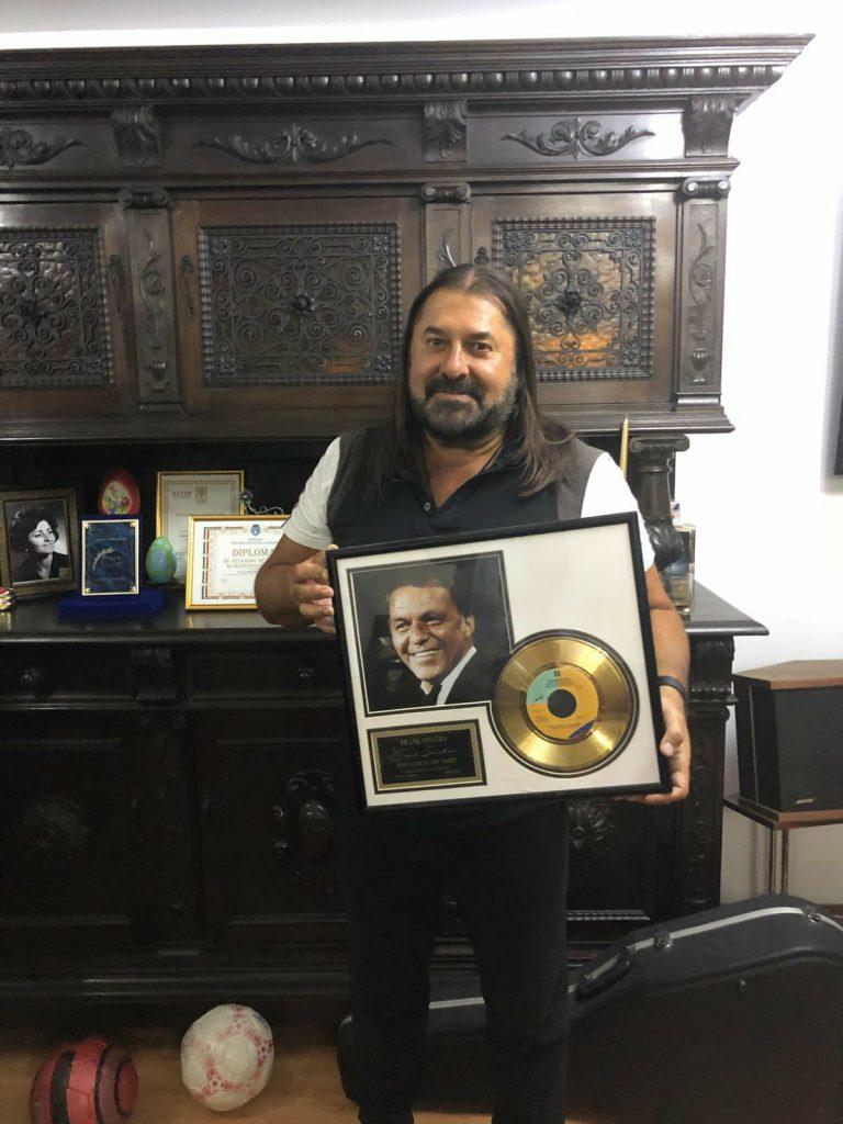 "EXCLUSIV/Gheorghe Gheorghiu deține una din cele 5000 de copii ale ""Discului de Aur"" jubiliar ""Strangers in the Night""- a lui Frank Sinatra"