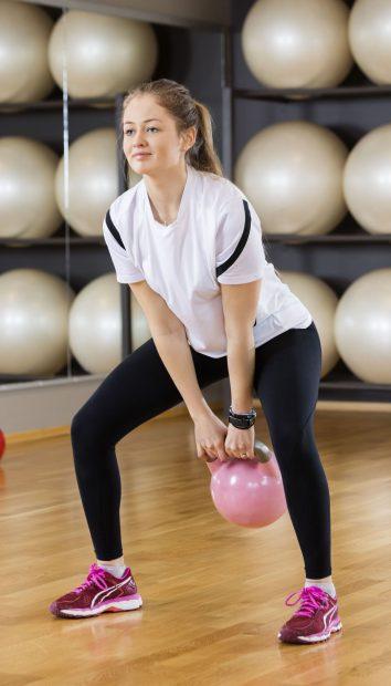 Ce să bei și ce exerciții să faci ca să scapi rapid de burtă. Ai nevoie de câteva ingrediente ieftine