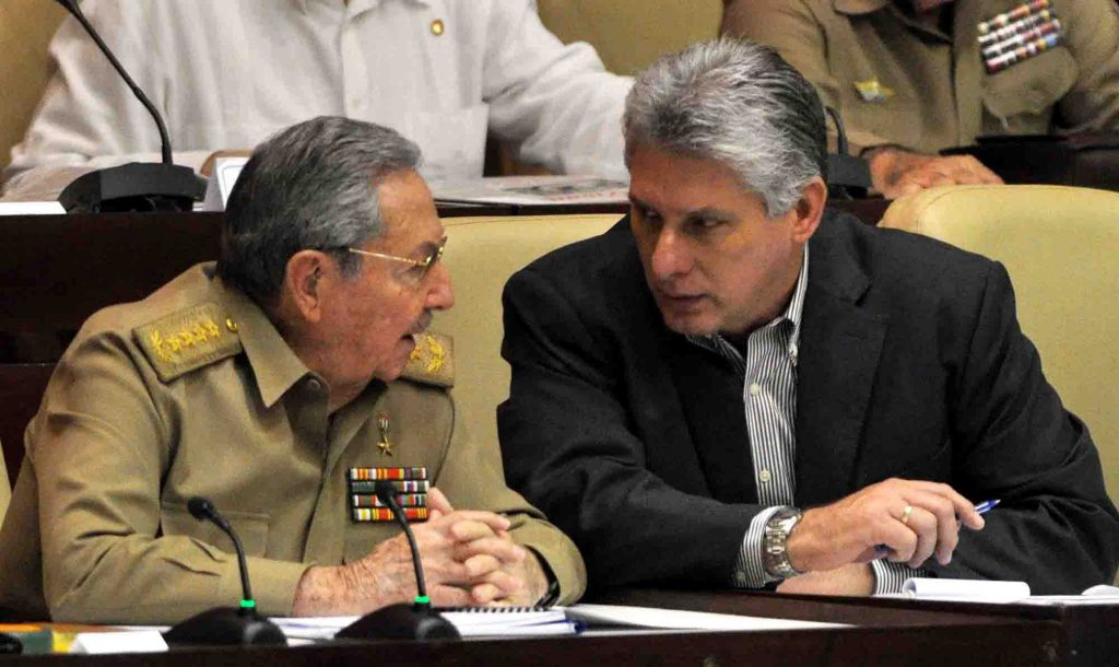 Cine este Miguel Diaz-Canel. Diaz-Canel alături de Raul Castro