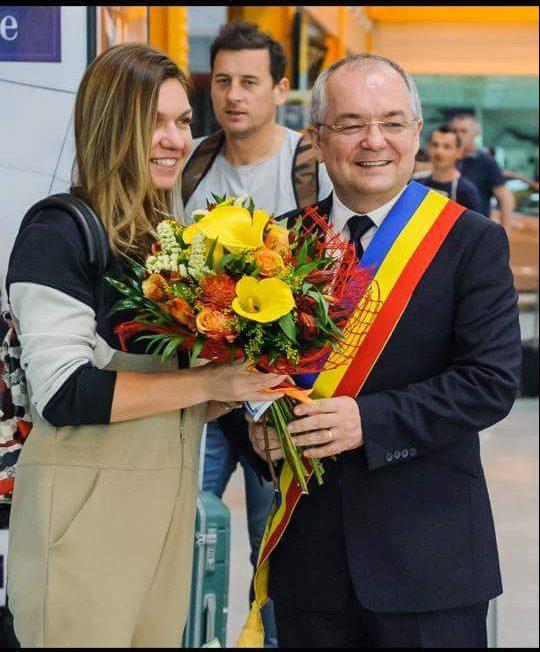 Simona Halep, lăudată de Martina Hingis, căpitanul nejucător al echipei de Fed Cup a Elveției