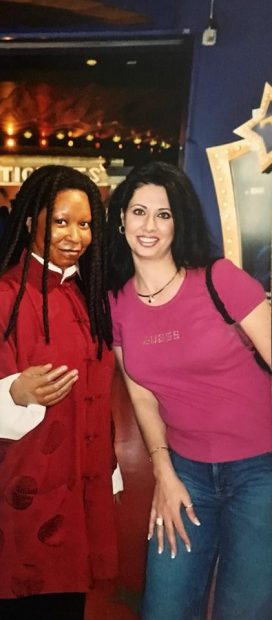 Denise Iacobescu, mama Antoniei, s-a pozat alături de Whoopie Goldberg în urmă cu 17 ani