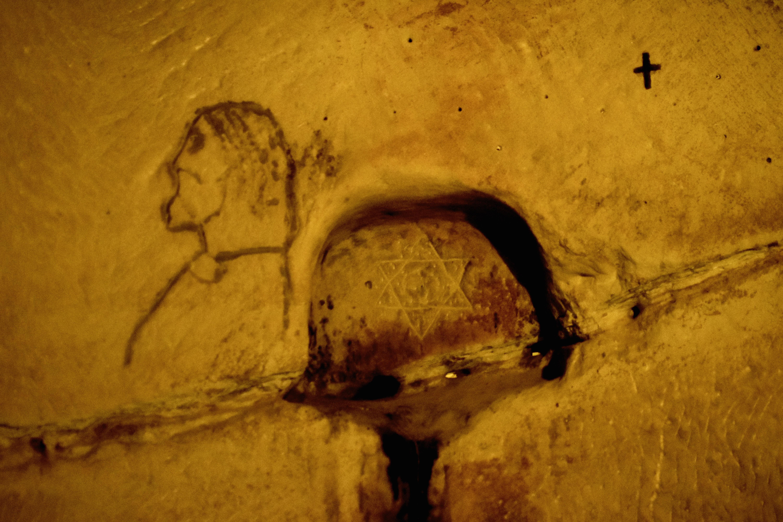 Steaua lui David şi Yin şi Yang la mănăstirea rupestră de la Şinca Veche