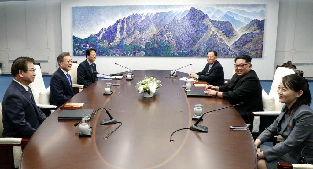 UPDATE. Kim Jong-un a trecut pe jos granița dintre cele două Corei. Este primul lider nord-coreean care merge în Sud / GALERIE FOTO