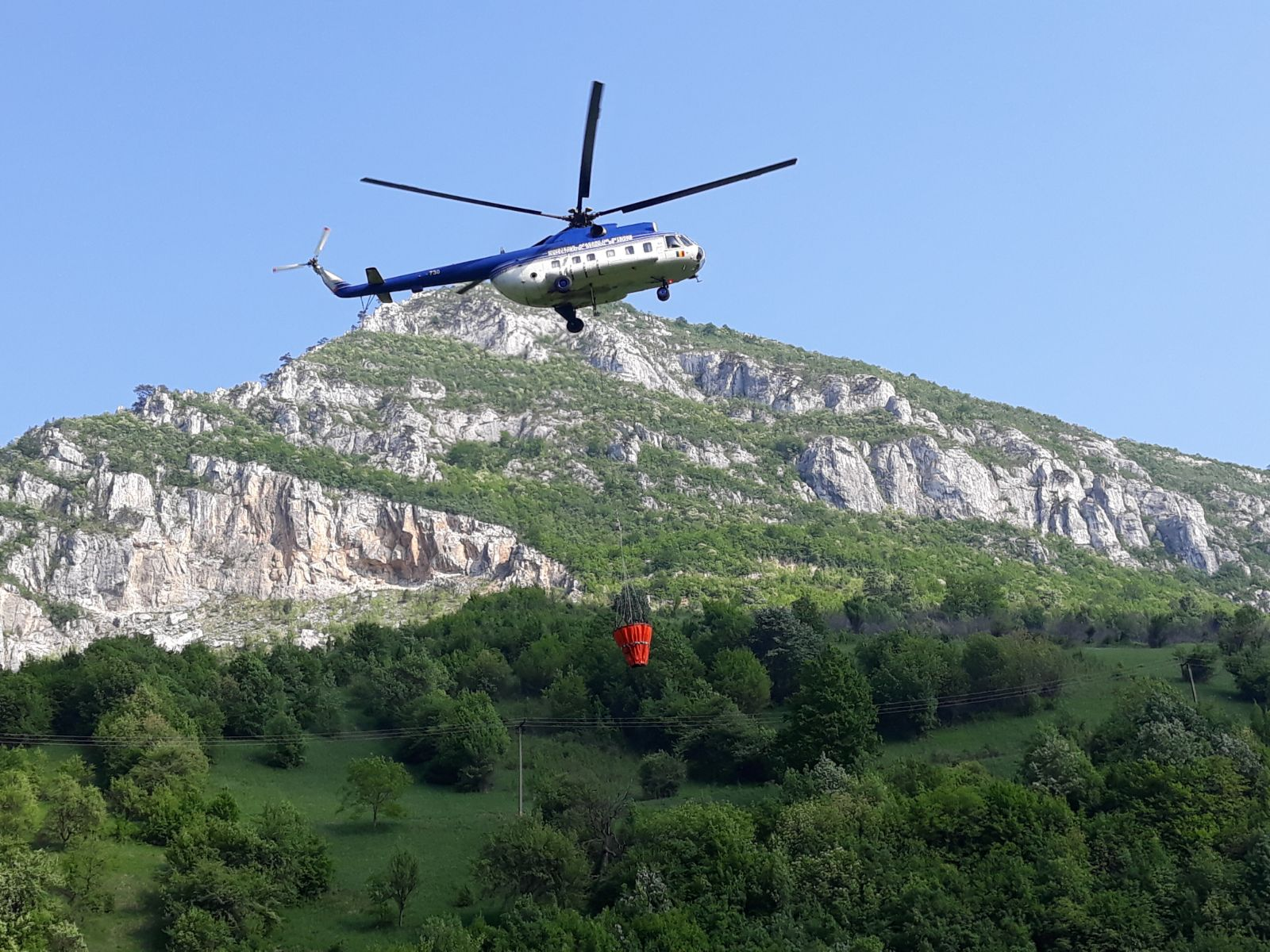 FOTO/ Pompierii încă se luptă cu incendiul din Parcul Național Domogled - Valea Cernei