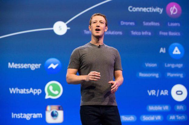 Cum să te îmbraci ca Mark Zuckerberg?-mark zuckerberg în tricou gri