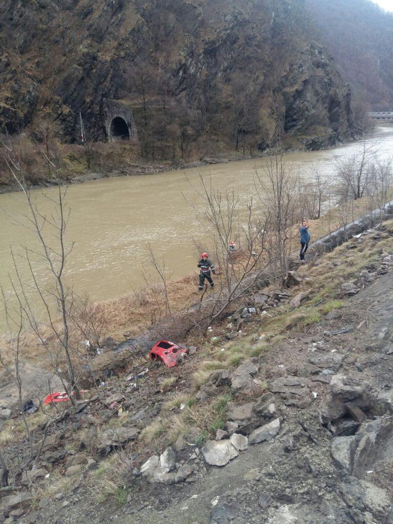 UPDATE: Accident pe Valea Oltului în Duminica de Florii. Părinții fetei de 13 ani, găsiți morți