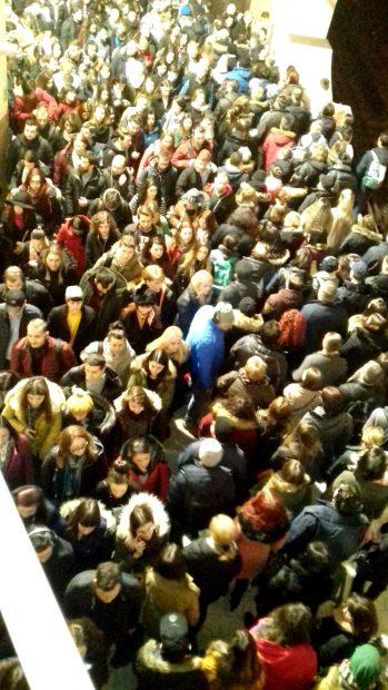 Nicio zi fără aglomerație la metrou, mai ales în stația Piața Victoriei