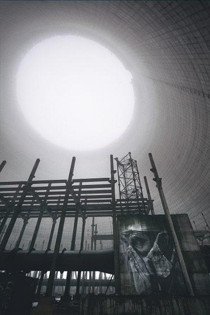 Imagine din interiorul unui furnal din Cernobîl, aflat în construcţie, dar abandonat după explozia de la centrala nucleară
