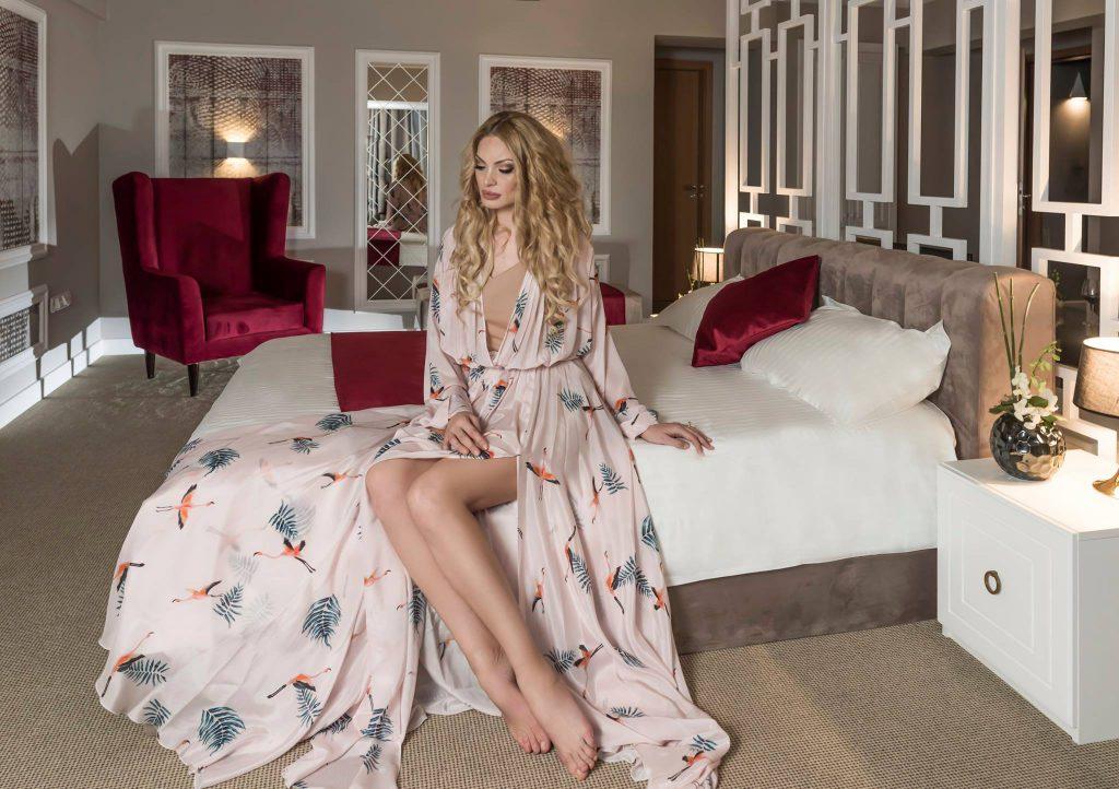 EXCLUSIV/ Valentina Pelinel s-a întors la modelling. A pozat sexy pentru...afacerile familiei