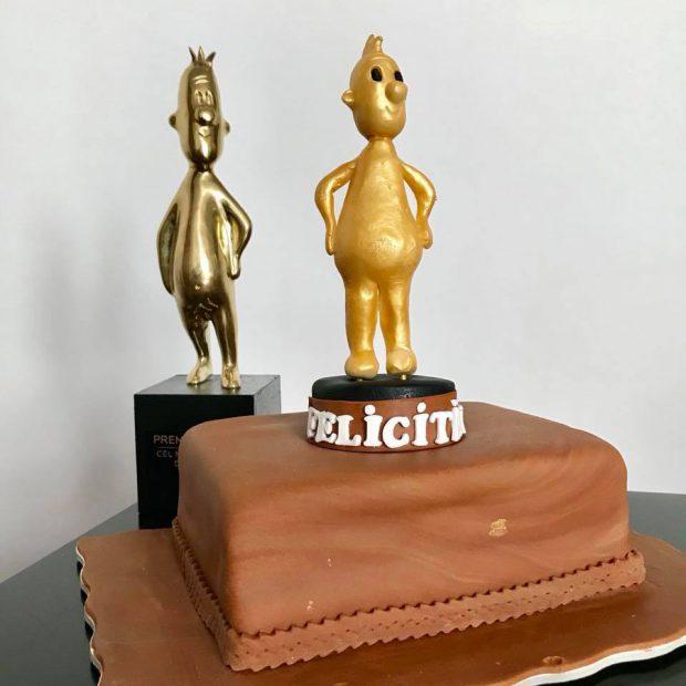 Regizorul Daniel Sandu, marele câștigător al Premiilor Gopo 2018, a primit un tort inedit din partea mamei sale după gală