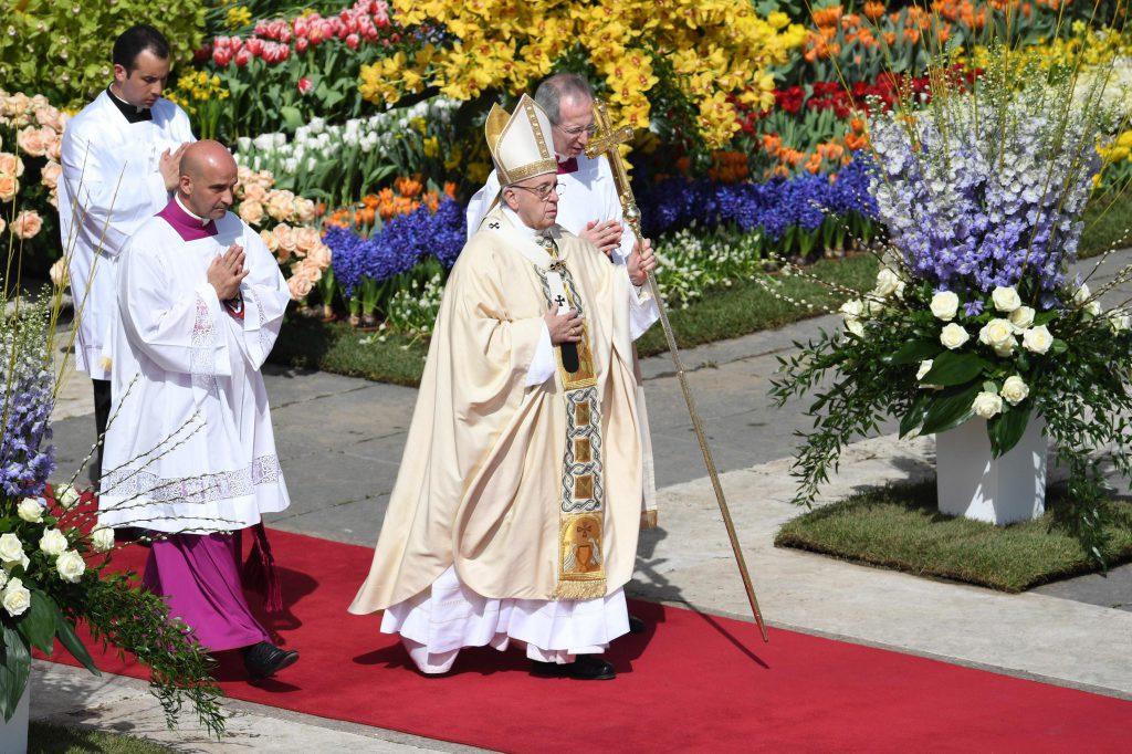 Mesajul Papei Francisc de Paștele catolic. Papa Franicisc în timpul slujbei de Paște