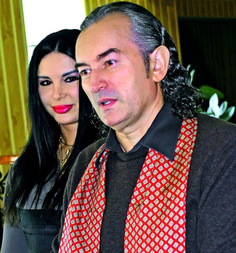 Miron Cozma primește cadouri de la femei