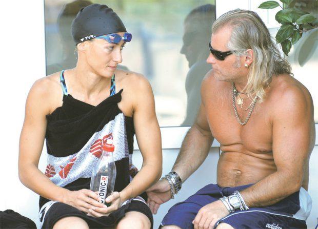 """Cine e tatăl copilului Cameliei Potec. """"Sunt cel mai fericit. Viitorul ginere e serios, e militar"""", spune socrul mic. Fosta campioană olimpică de înot a fost curtată de Prințul Albert de Monaco sau de Ion Țiriac"""
