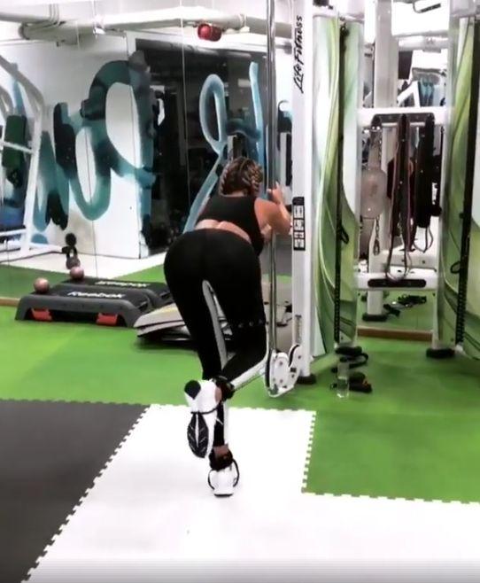 Bianca Drăgușanu trage din greu la sala de sport. Ipostaze sexy la antrenamente   VIDEO