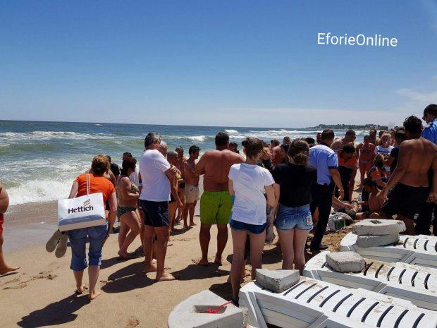 UPDATE/ Bărbatul care a murit înecat la Eforie Nord intrase în apă ca să-și salveze fiul și nepotul
