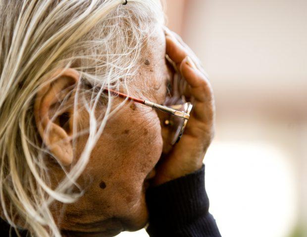 """Scandalul pilonului II de pensii din ultimele zile subliniază o stare de fapt cunoscută: nu mai sunt bani la fondul pentru vârstnici. Un studiu sociologic arată că peste 13 ani, fondul de pensii se va prăbuși complet: vor începe să se pensioneze """"decrețeii""""."""