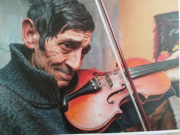 GALERIE FOTO/Povestea unui altfel de sat. Giulia de Dolhasca, locul unde romii ursari trăiesc ca acum 100 de ani