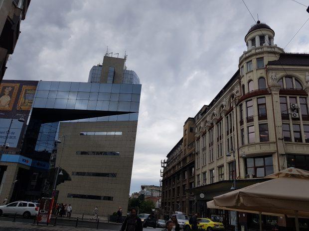 Actualul magazine Victoria, de pe Calea Victoriei este identic cu cel din 1920. Privind dinspre lipscani, lipsește din imagine doar fosta clădire Lafayette.