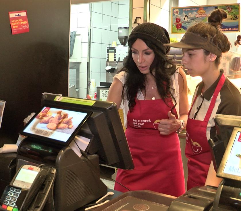 Mihaela Rădulescu a vândut cartofi prăjiți și sandvișuri