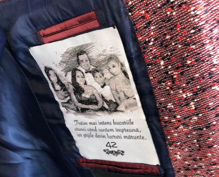 FOTO EXCLUSIV/ Adrian Minune nu mai poartă haine de designer, are propriul brand vestimentar. Și-a pus toată familia pe etichetă!