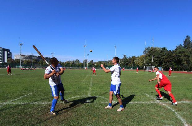 """În Europa există 10 țări care au sporturi tradiționale cu mingea mică și bastonul. Printre ele și România, cu oina. """"Anul acest, de Centenarul nostru, vom reuni aceste sporturi tradiționale cu minge mică și baston sub numele de <batball data-srcset="""