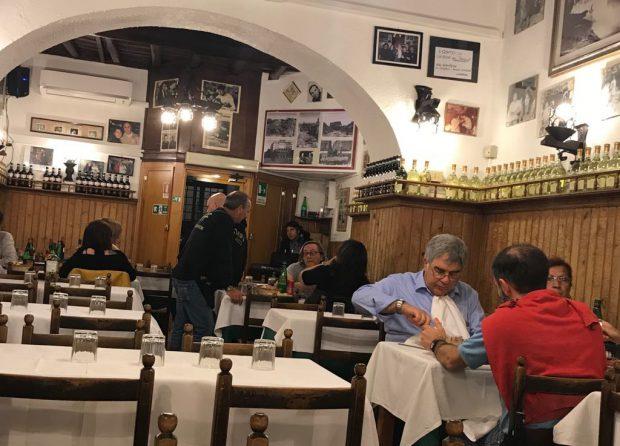Trips&triks/Parolaccia sau cum e să intri într-un restaurant din Roma, să fii înjurat în limba ta și tu să aplauzi! - VIDEO
