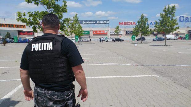 VIDEO&FOTO/ Panică într-un centru comercial din Pitești din cauza unui meseriaș care și-a uitat trusa cu scule în parcare