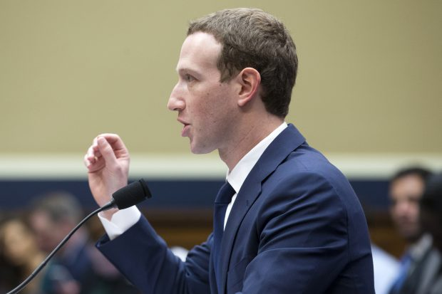 Mark Zuckerberg a acceptat sДѓ se Г®ntГўlneascДѓ cu reprezentanЕЈi ai Parlamentului European la Bruxelles